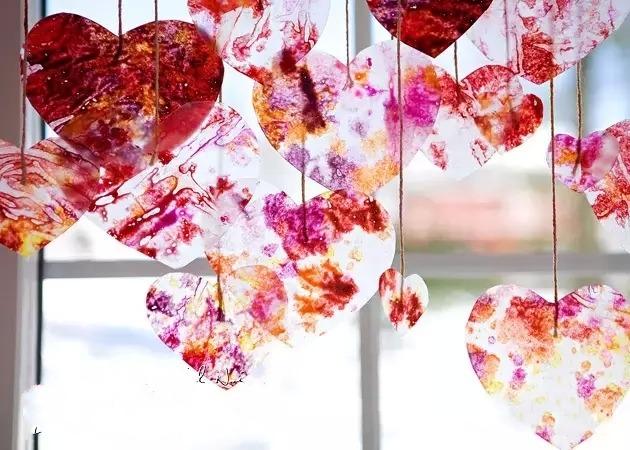 别样心形吊饰__幼儿园吊饰环境创设_幼儿园环境创设
