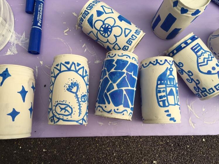 易拉罐=青花瓷风格__幼儿园活动室墙面环境创设_幼儿