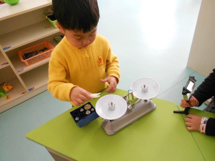 幼儿园中班科学教案:夏天玩水